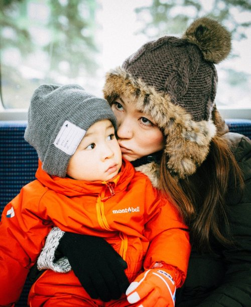 mother_and_her_child_winter_in_hokkaido_japan