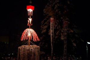 the_decorative_lantern_dosojin_matsuri