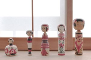 traditional_kokeshi_dolls