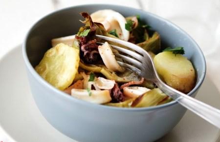 Insalata tiepida di carciofi, calamari e patate