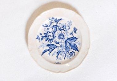 assiette-porcelaine-fleurs-bleues