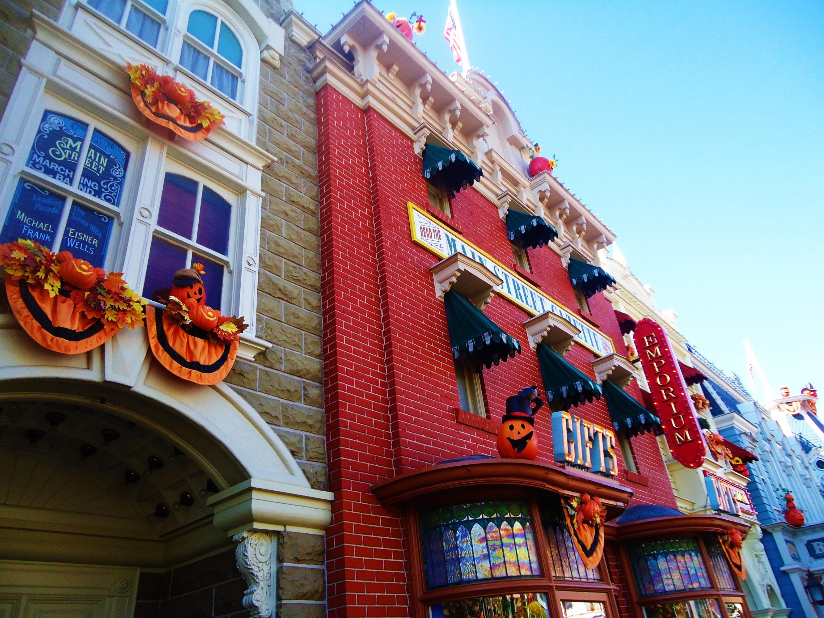 <a class=&quot;amazingslider-posttitle-link&quot; href=&quot;http://www.labeauteparisienne.com/2016/10/15/decoration-halloween/&quot;>Décoration &amp; idées recettes gourmandes pour Halloween !</a>