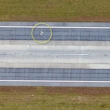 Des tombes sur la piste d'un aéroport