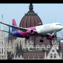 Un Airbus en rase-motte dans le centre ville de Budapest