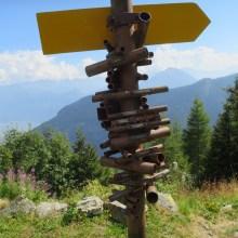Ce tas de tubes en Suisse permet d'identifier des montagnes