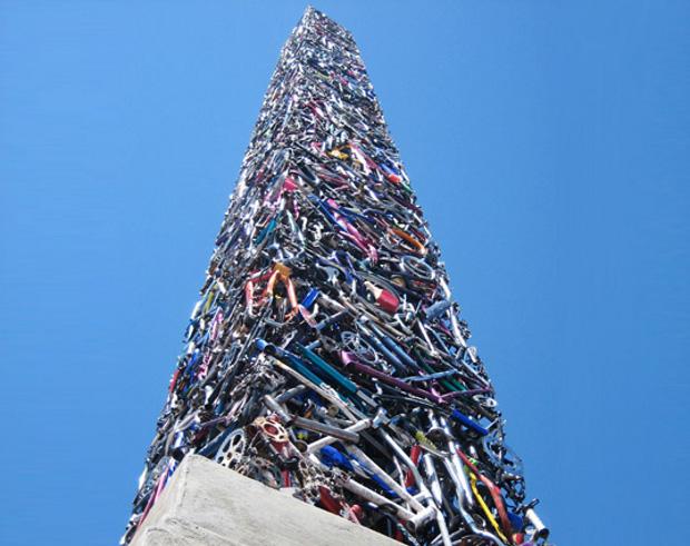 Obelisco 20 metros bicicletas recicladas
