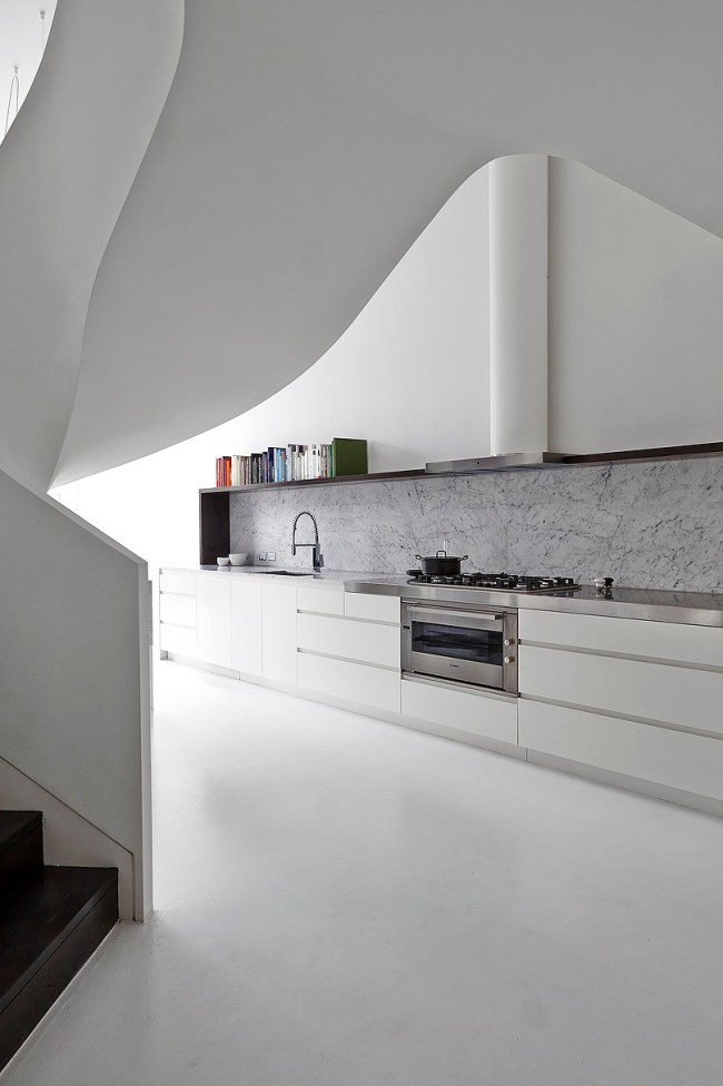 Loft Apartment in West Melbourne by AA Architects (Adrian Amore Architects) | Selected by La Chaise Bleue (lachaisebleue.com)