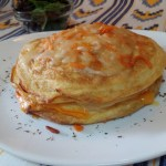 Pastel de tortillas con jamón queso