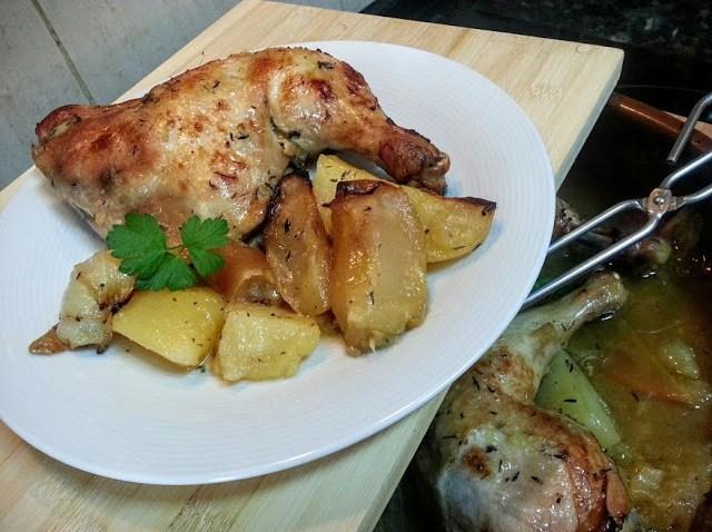 Pollo asado con manzana
