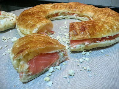 Rosca de hojaldre con salmón