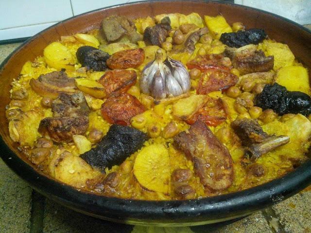Tradicional arroz al horno valenciano