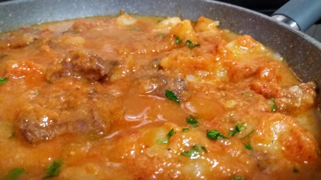 ternera en salsa con patatas
