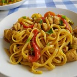 Tallarines con verduras y pollo estilo chino