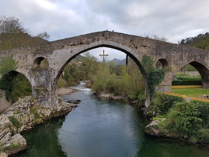 puente romano cangas de onis. río sella. tosta asturiana