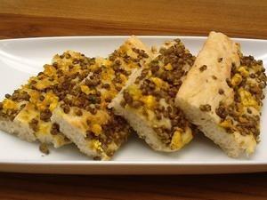 """Focaccia """"Bilanciata"""" con lenticchie e tofu"""