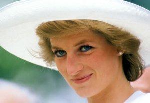 Regina Elisabetta-Lady Diana eterna guerra? Lei ora pensa...