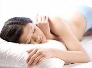 Dormire al buio è meglio: per la salute e la linea