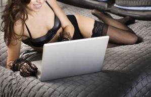 """Cosa cercano le donne sui siti porno? """"Sesso lesbo"""" e """"sesso a 3"""" ma anche..."""