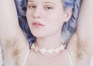 Ascelle pelose su Instagram: moda e foto per dire no alla ceretta