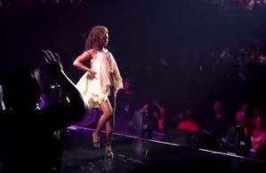 Beyoncé fa il ballo del qua qua durante un concerto VIDEO