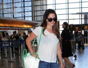 Lana Del Rey irriconoscibile: capelli scuri e.... qualche chilo in più FOTO