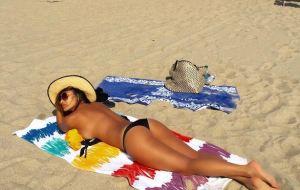 Nicole Scherzinger, curve mozzafiato al mare FOTO