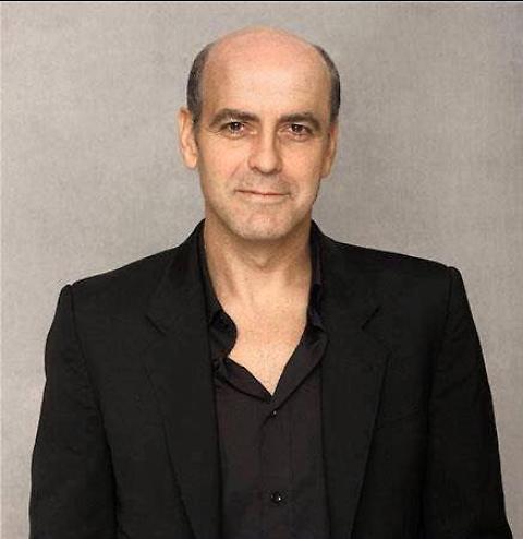 George Clooney senza capelli, a chi somiglia?