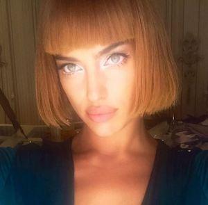 Irina Shayk: caschetto rosso e frangetta su Instagram FOTO