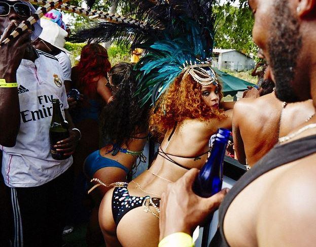 Rihanna, lato b in bella vista al carnevale delle Barbados FOTO 1