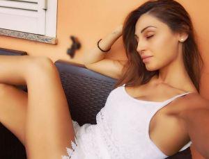 Anna Tatangelo, selfie al mattino struccata FOTO