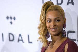 Beyoncé scollatissima a New York...FOTO 11