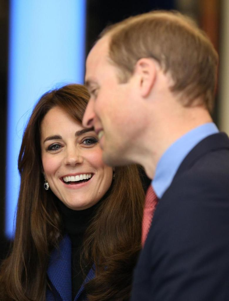 Kate Middleton, cappotto blu firmato Christopher Kane FOTO