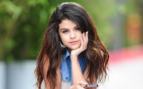 """Selena Gomez e la """"poca sensibilità"""" per la strage di Parigi"""