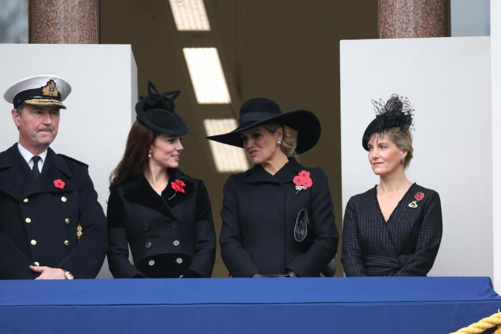 Kate Middleton-Maxima d'Olanda: total black a Londra FOTO