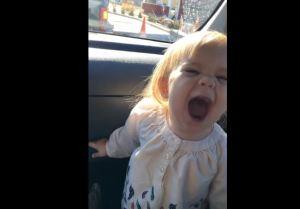 Adele, bimba di 2 anni imita la cantante VIDEO