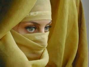 Bergamo: lei non vuole mettersi il velo, marito la accoltella