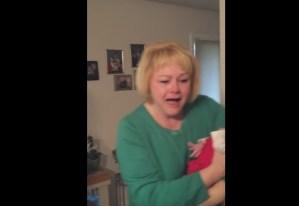 Nonna vede per la prima volta nipotina adottata