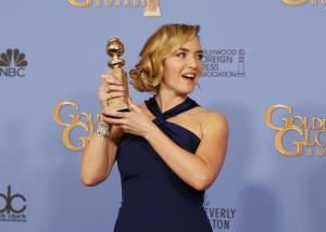Kate Winslet, vestito blu firmato Dior ai Golden Globe7