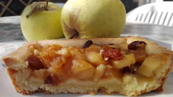 Crostata con mele spadellate e confettura di albicocche