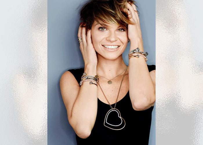 """Alessandra Amoroso: doppio disco di platino per """"Vivere a colori"""""""