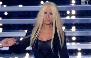 Sanremo, Virginia Raffaele imita Donatella Versace FOTO