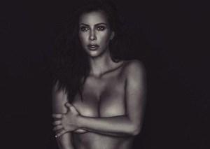 Kim Kardashian nuda davanti allo specchio su Instagram (2)