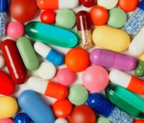 """Farmaci, la """"roulette russa"""": pericolosa moda tra i giovani"""