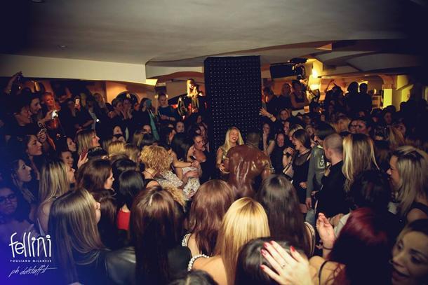Milano, spogliarelli in discoteca per l'8 marzo