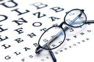 Presbiopia, esercizi e trucchi per dire addio agli occhiali