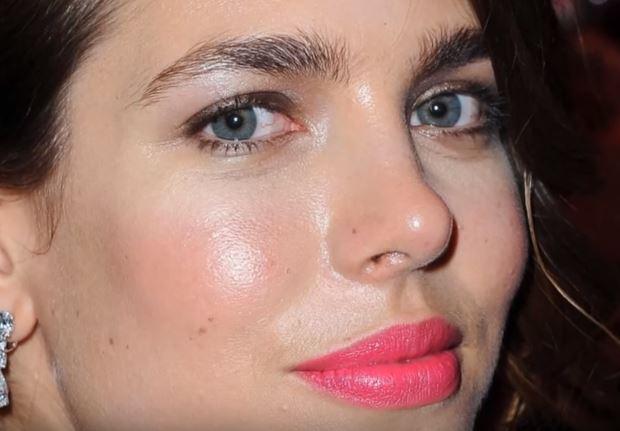 Charlotte Casiraghi look: gonna bianca e maglia a balze VIDEO