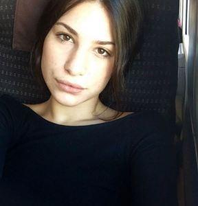 Ludovica Valli total black: pantaloni in pelle e cappello FOTO 8