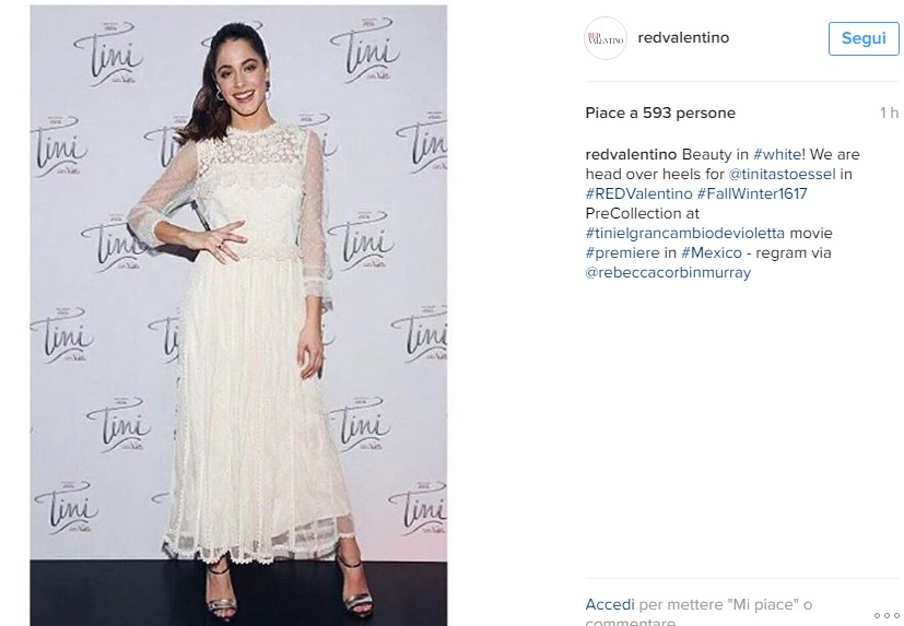Martina Stoessel (Violetta) in Messico: look total white FOTO