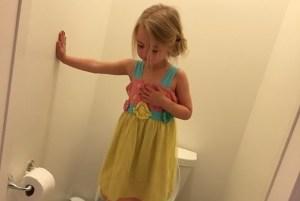 """Figlia al bagno fa """"acrobazie"""": mamma crede ad un gioco poi scopre..FOTO4"""