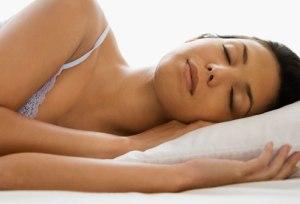 Dormire meno di 6 ore a notte danneggia il cuore